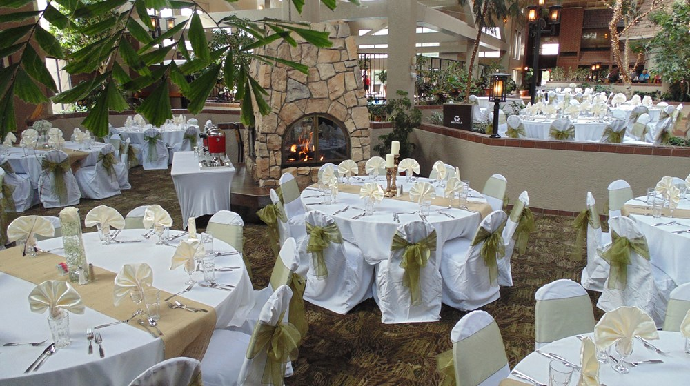 Elegant Receptions At The Fireside Lounge